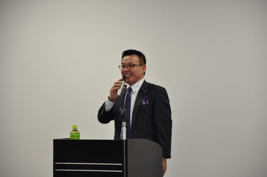 Read more about the article 働くことは与えること 葬儀会館ティア 冨安徳久氏の講演