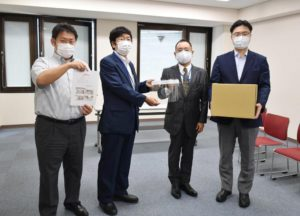 Read more about the article 愛知県医師会様に『医療備蓄用フェースシールド』を寄贈いたしました